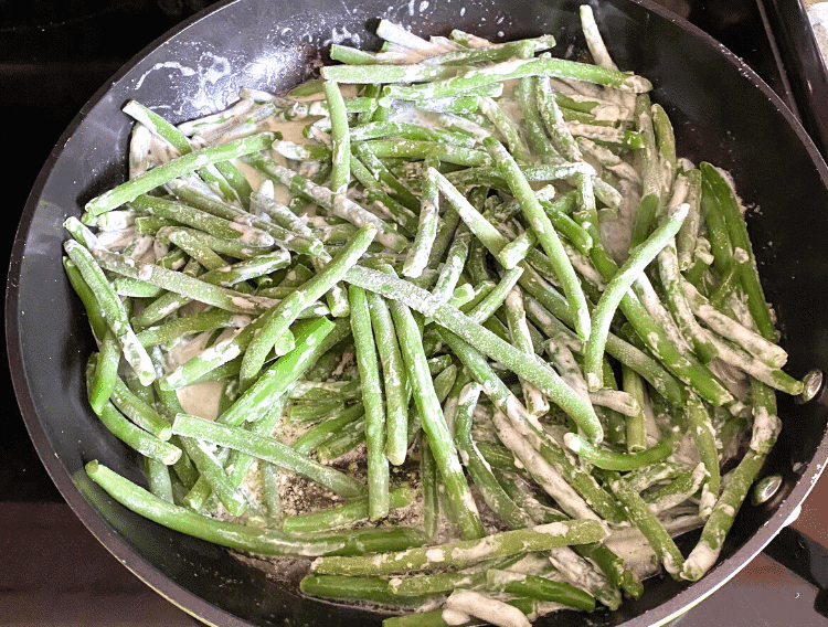 add green beans into heavy cream mixture