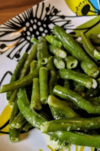 creamy garlic green beans on a decorated plate